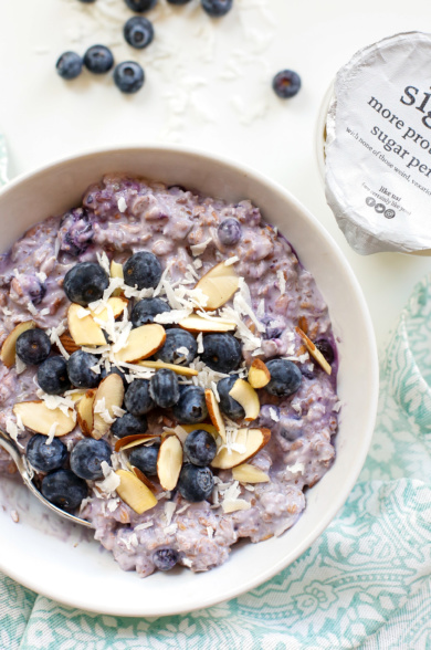 Blueberry oatmeal with almonds